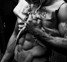 عکس ۴ حرکت فوق سنگین شکم برای ساختن شکمی فوقالعاده