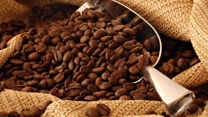 آیاکافئین باعث کم آبی بدن می شود؟,عوامل کافئین بر روی بدن,کافئین و کاربد آن,تاثیر کافئین بر روی بدن